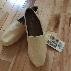 NWT TOMS Canvas Shoes